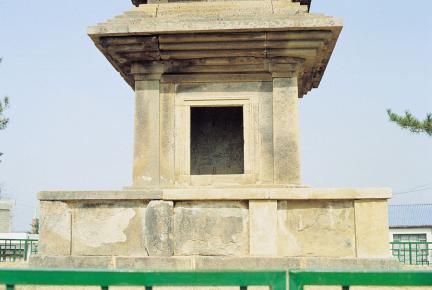 의성 탑리리 오층석탑 초층탑신의 감실