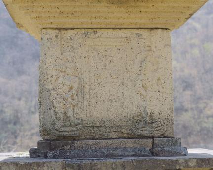 1층탑신 북측면 문비형과 인왕상