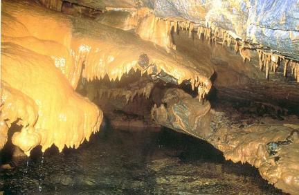 커텐종유석(관음굴)