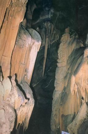 동굴벽면의유석