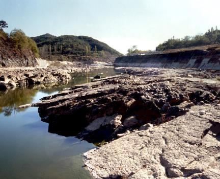 진주유수리백악기고환경과공룡화석산지인가화천하상에발달된노두전경
