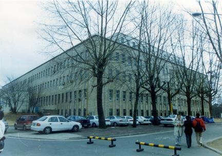 건물 전경(2002년 5월, 문화재청)