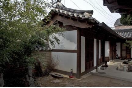 문간채(좌)/문화재청
