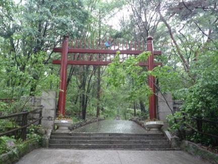 서울 이준 묘소 홍살문