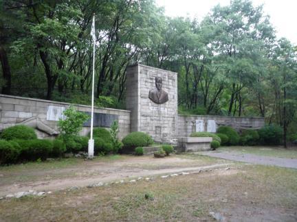 서울 이준 묘소 전경