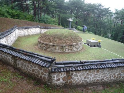 서울 손병희 묘소 배면