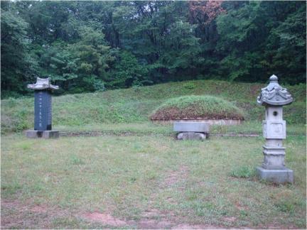 서울 신익희 묘소