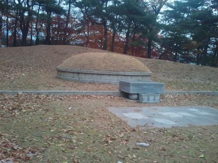 서울 여운형 묘소