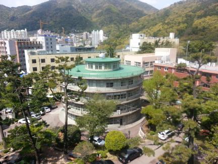 부산 경남고등학교 덕형관 원경