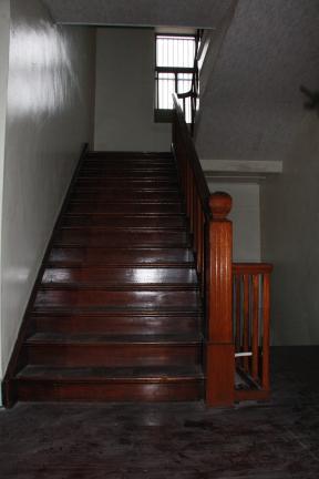 목포 천주교 구 교구청 내부 계단
