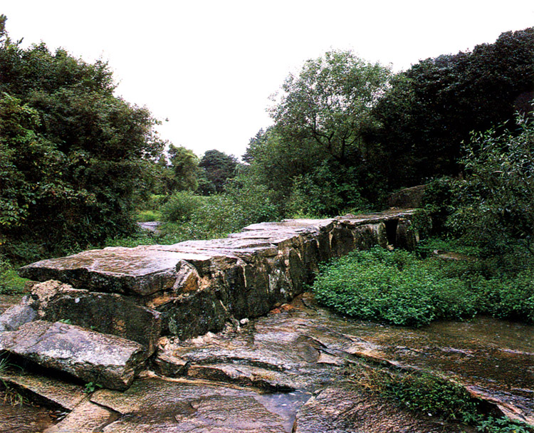 Stone embankment to protect water
