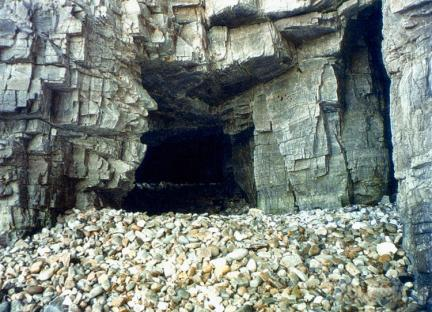 해식동굴과규암자갈