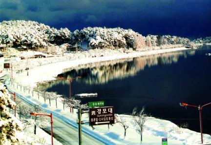 겨울의 경포호 (강릉시 사진제공)