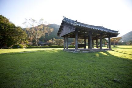 정원 중앙에서본 운림산방 전경