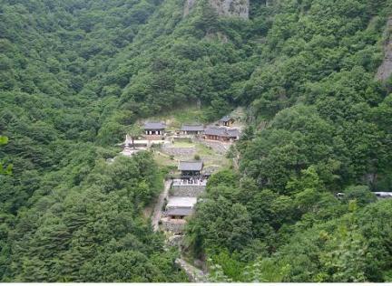김생굴에서 바라보는 청량사 전경
