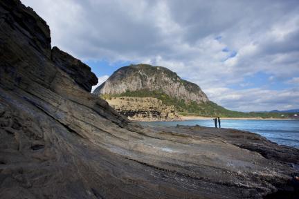 용머리해안에서 본 제주 산방산