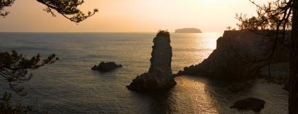 석양의 외돌개 일대와 범섬