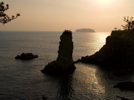 석양의 외돌개와 범섬