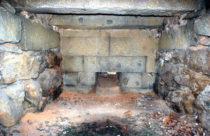 논현포대 좌측 포좌 내부