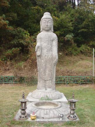 안성죽산리석불입상(정면)