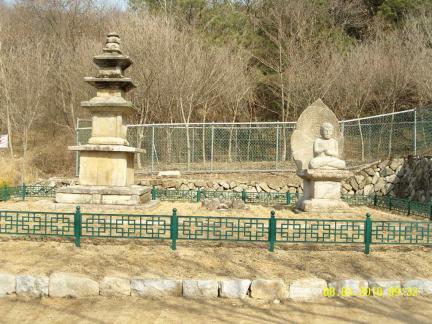 석탑과 석조비로자나불좌상