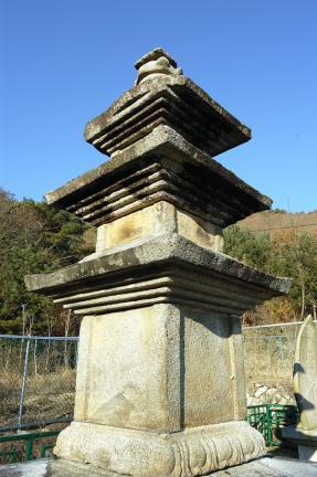 용운사지 삼층석탑