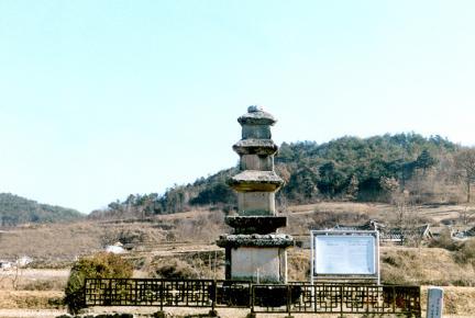 임하동삼층석탑(정면)