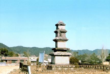 임하동삼층석탑(측면)