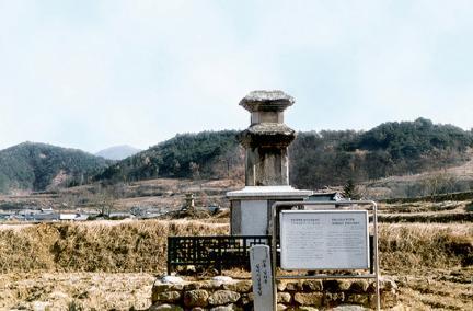 임하십이지삼층석탑(정면)