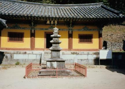 봉정사삼층석탑(전경)