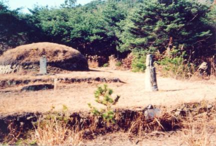 경절공 손중돈 정부인 홍씨의 묘갈, 석인상