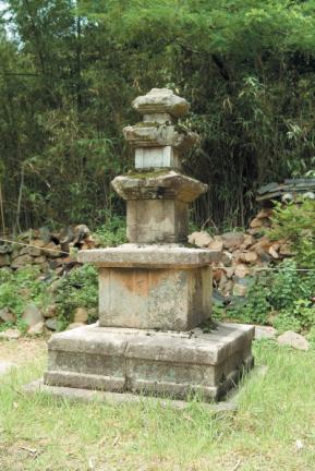 관룡사약사전삼층석탑
