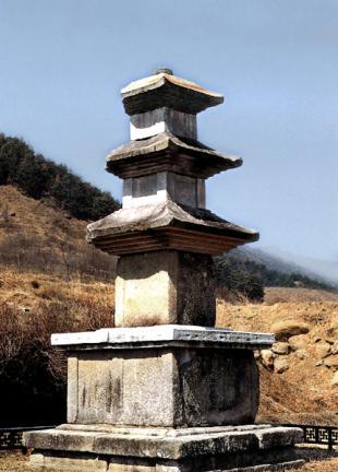 삼장사지삼층석탑