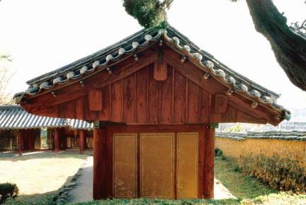 밀양향교(서무측면)