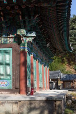 동화사극락전 기둥