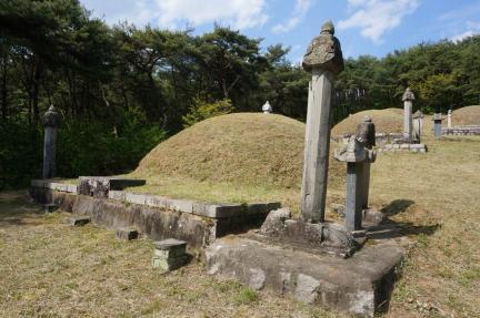 허추 부부 묘역 전경