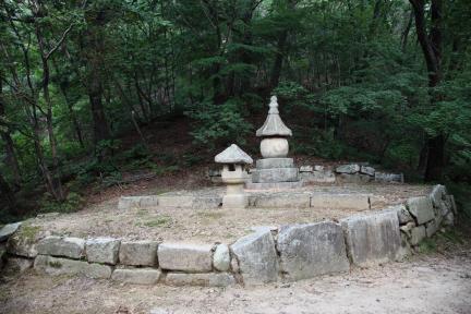 함허당득통탑 및 석등
