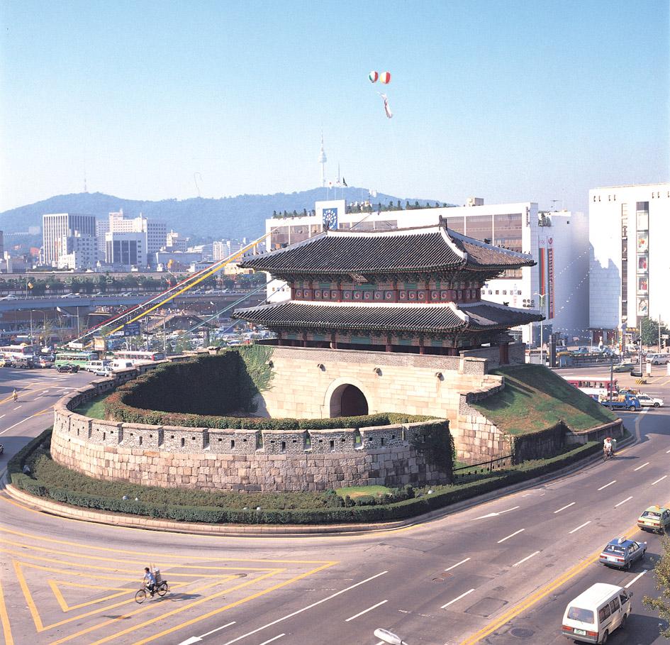 멀리서 바라본 서울 흥인지문