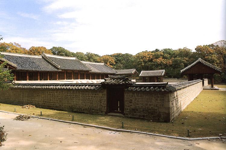The west side of Yeongnyeongjeon Hall in Jongmyo shrine