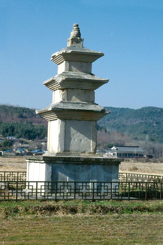 경주천군리삼층석탑