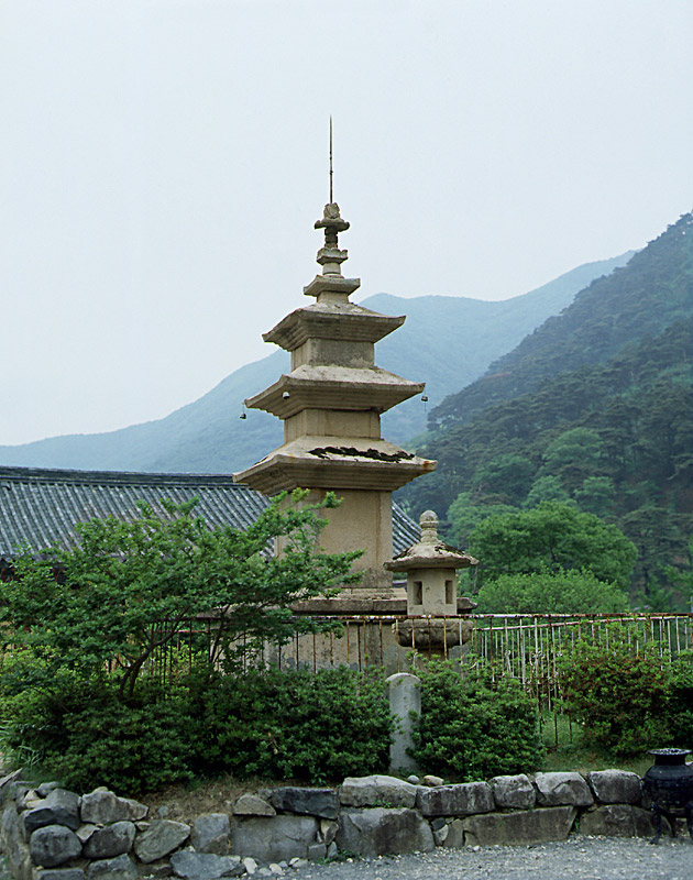 Three storied stone pagoda of Pyochungsa Temple