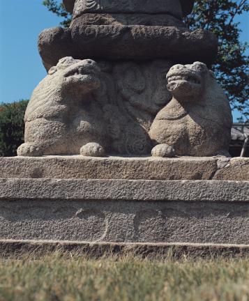 석등 기단부 하대석의 쌍사자상 조각