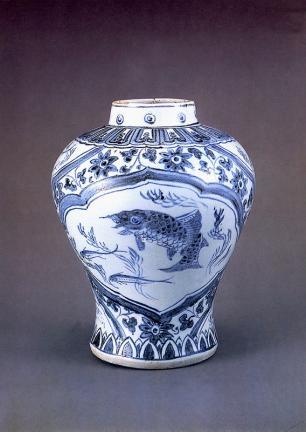 백자 청화잉어문 항아리(白磁 靑畵鯉魚文 立壺)