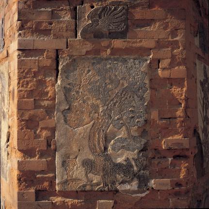 굴뚝 벽의 소나무 무늬