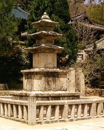 부산 범어사 삼층석탑