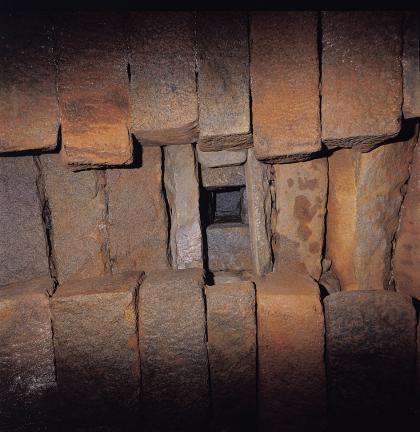 홍예틀 사이의 구조