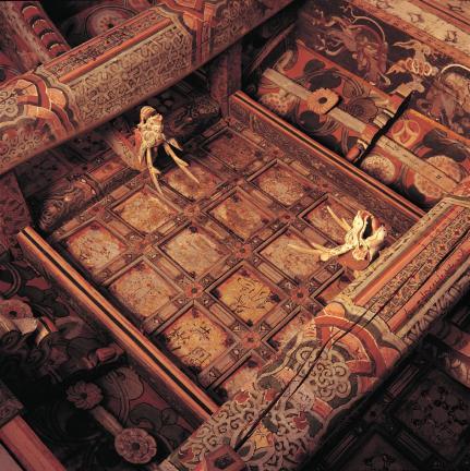 강화 전등사 약사전 내부 가구와 천장