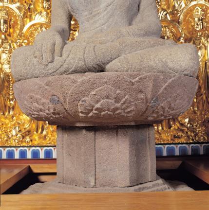 여래좌상 무릎 및 손 모양과 대좌 앙련석
