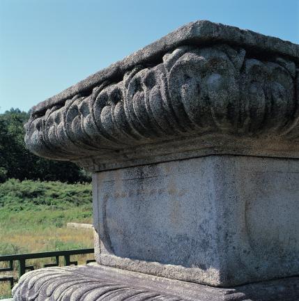 대좌 앙련석 괴임과 연화문