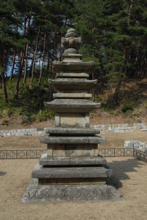 강릉 신복사지 삼층석탑(촬영:문화재청)